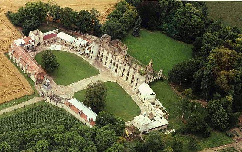Photo du Monument Historique Château de Villemont situé à Vensat