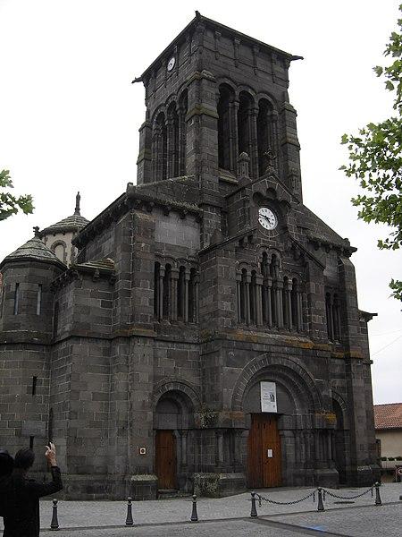 Photo du Monument Historique Eglise Saint-Priest situé à Volvic