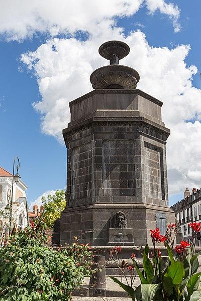 Photo du Monument Historique Château d'eau situé à Riom