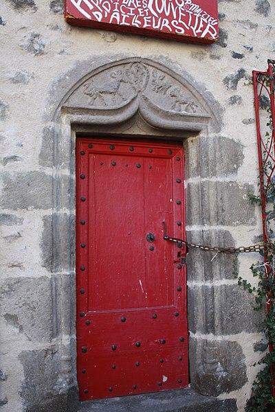 Photo du Monument Historique Maison du Louvetier situé à Saurier