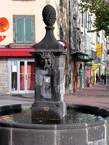 Photo du Monument Historique Fontaine de la Flèche situé à Clermont-Ferrand