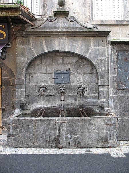 Photo du Monument Historique Fontaine des Lions situé à Clermont-Ferrand