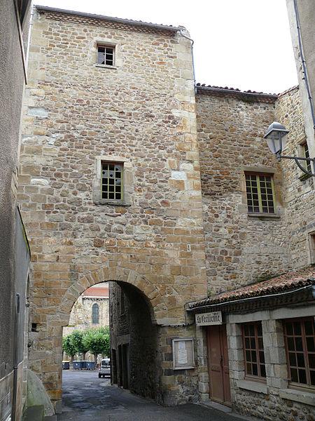 Photo du Monument Historique Enceinte médiévale situé à Billom