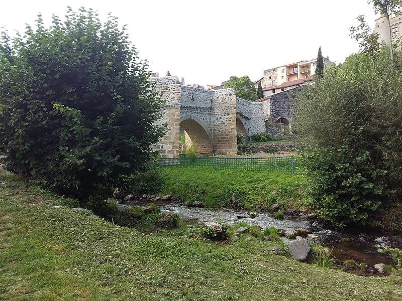 Photo du Monument Historique Pont sur la Monne situé à Saint-Amant-Tallende
