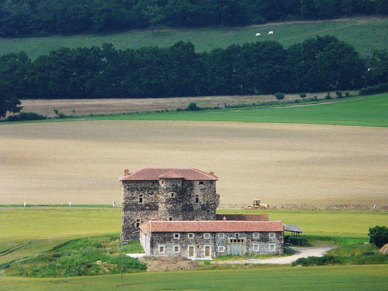 Photo du Monument Historique Château de la Fouilhouze situé à Varennes-sur-Usson