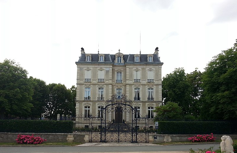 Photo du Monument Historique Château de Lord Davis situé à Charbonnières-les-Vieilles
