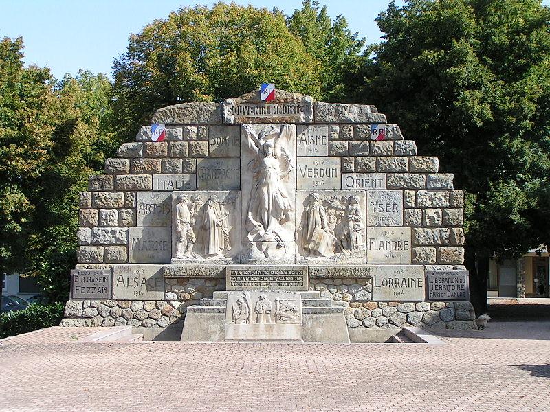 Photo du Monument Historique Monument aux morts situé à Lezoux