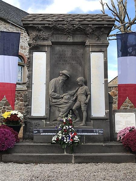 Photo du Monument Historique Monument aux morts situé à Saint-Sauves-d'Auvergne