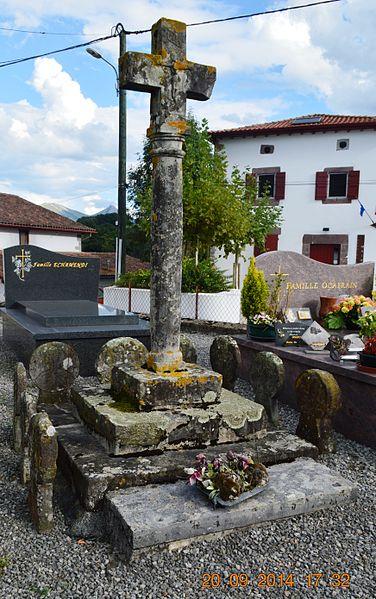 Photo du Monument Historique Croix de cimetière situé à Aincille
