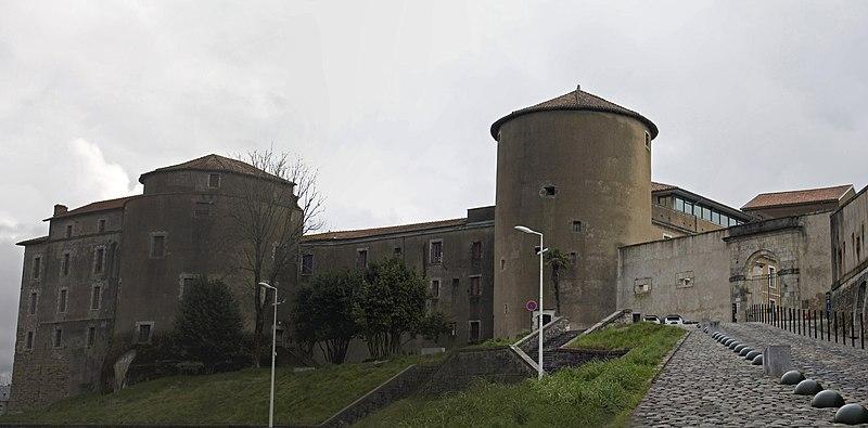 Photo du Monument Historique Château-Neuf situé à Bayonne