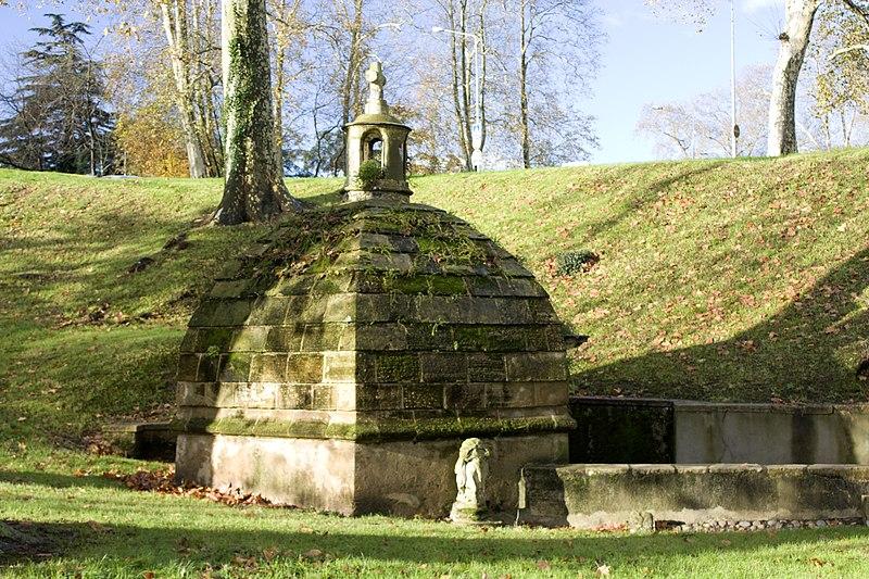 Photo du Monument Historique Fontaine Saint-Léon situé à Bayonne