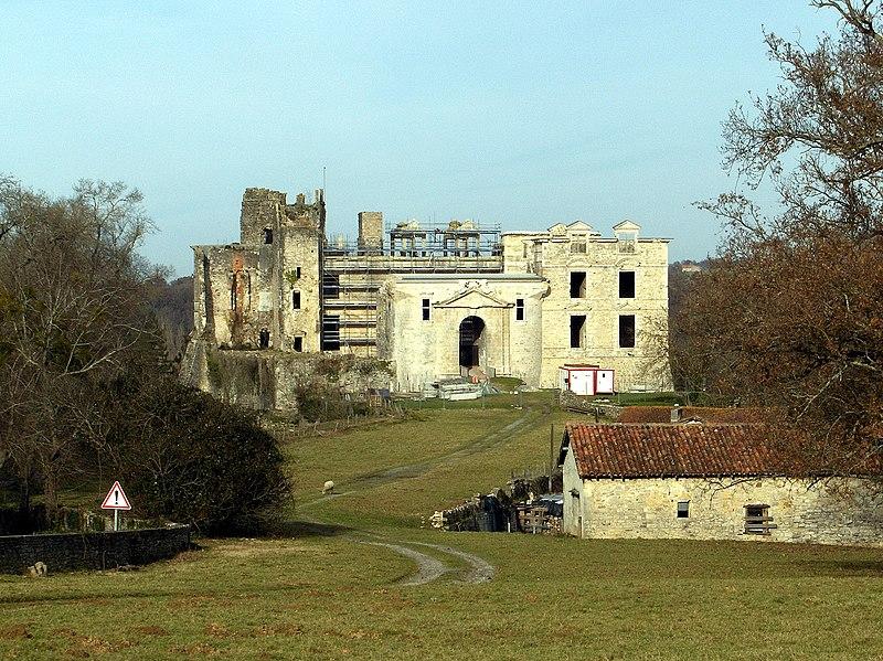 Photo du Monument Historique Château de Bidache situé à Bidache