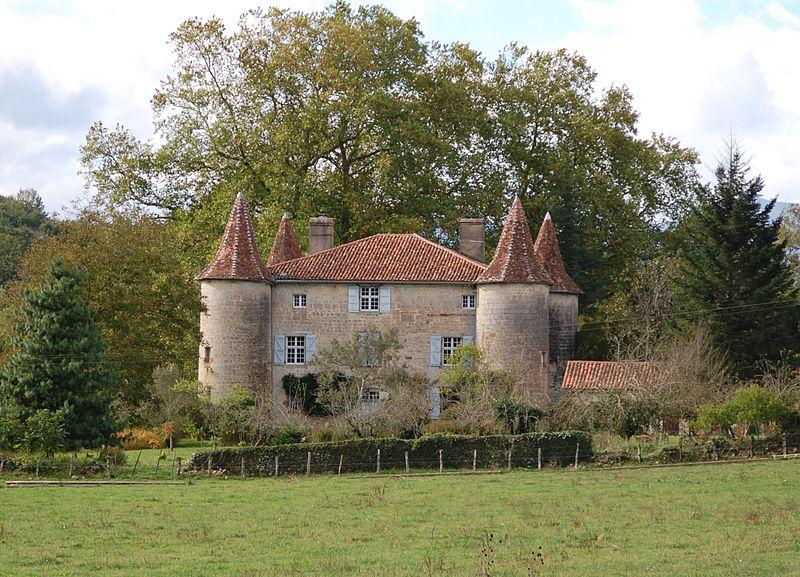 Photo du Monument Historique Château d'Aphat situé à Bussunarits-Sarrasquette