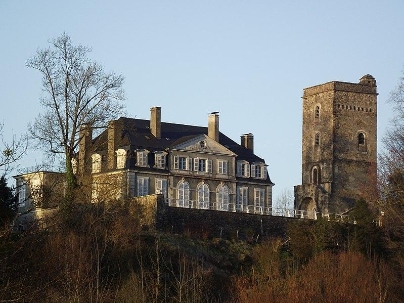 Photo du Monument Historique Domaine du château de Coarraze situé à Coarraze