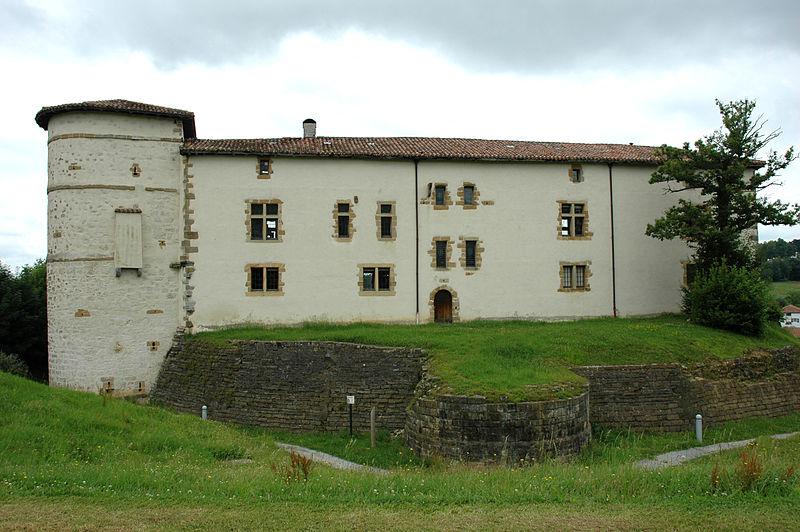 Photo du Monument Historique Ancien château des Barons d'Espelette ou Ezpeleta situé à Espelette