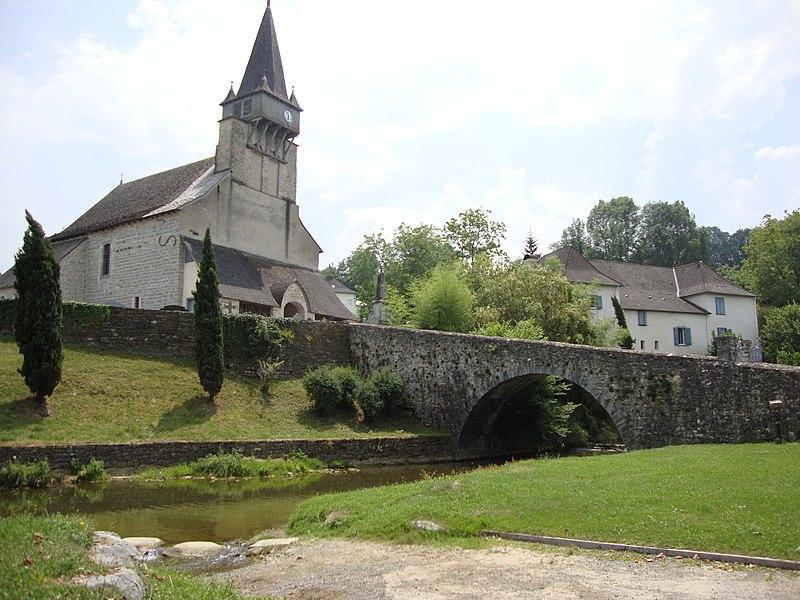 Photo du Monument Historique Eglise Saint-Michel situé à Ordiarp