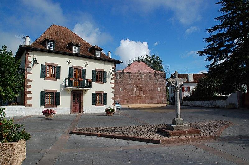 Photo du Monument Historique Croix de carrefour situé à Saint-Jean-le-Vieux
