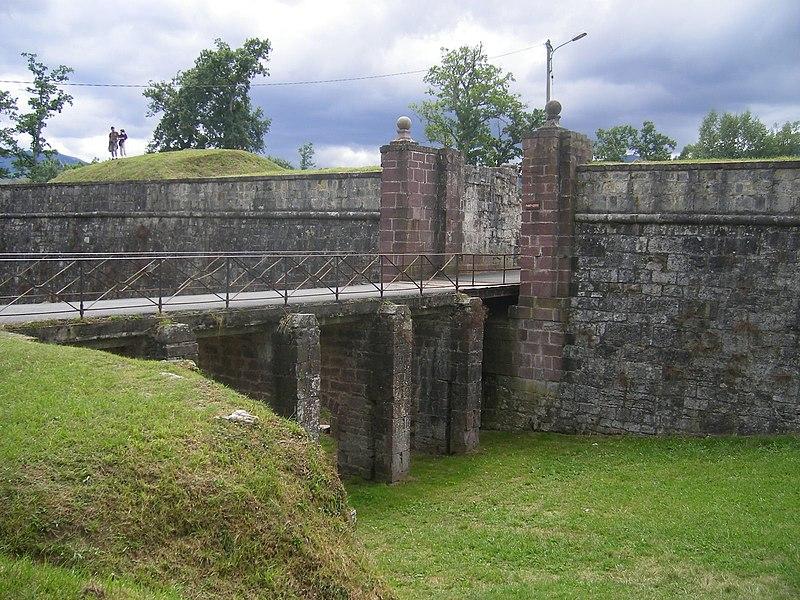 Photo du Monument Historique Anciens remparts de la ville haute et du faubourg d'Espagne situé à Saint-Jean-Pied-de-Port