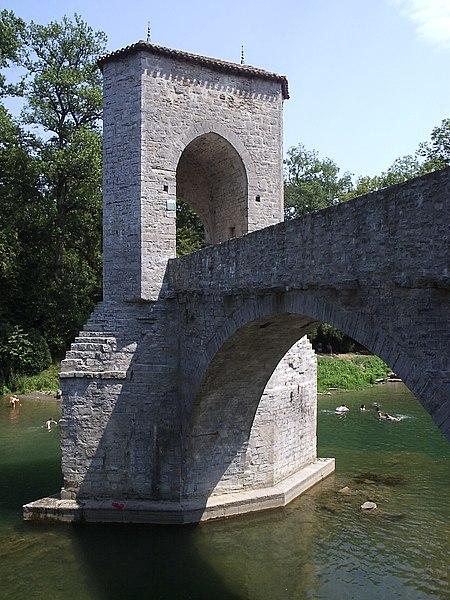 Photo du Monument Historique Vestiges d'un ancien pont situé à Sauveterre-de-Béarn