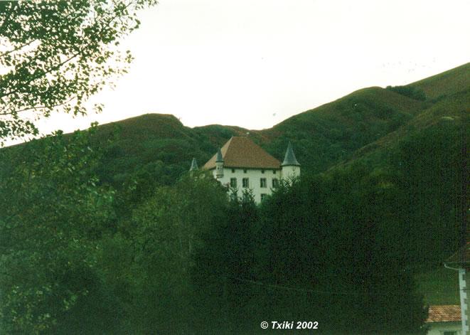Photo du Monument Historique Château d'Etchaux situé à Saint-Etienne-de-Baïgorry