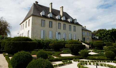 Photo du Monument Historique Château situé à Viven