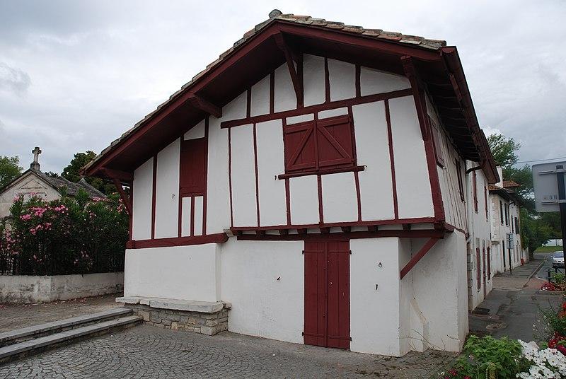 Photo du Monument Historique Ancienne benoiterie situé à Saint-Pierre-d'Irube
