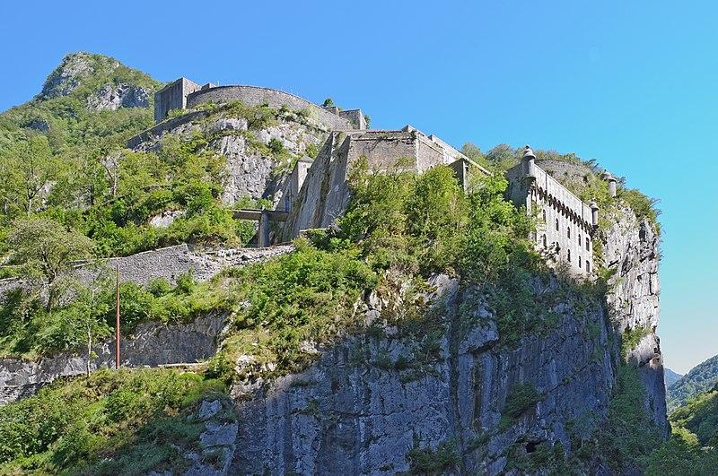 Photo du Monument Historique Ensemble fortifié du Portalet situé à Borce