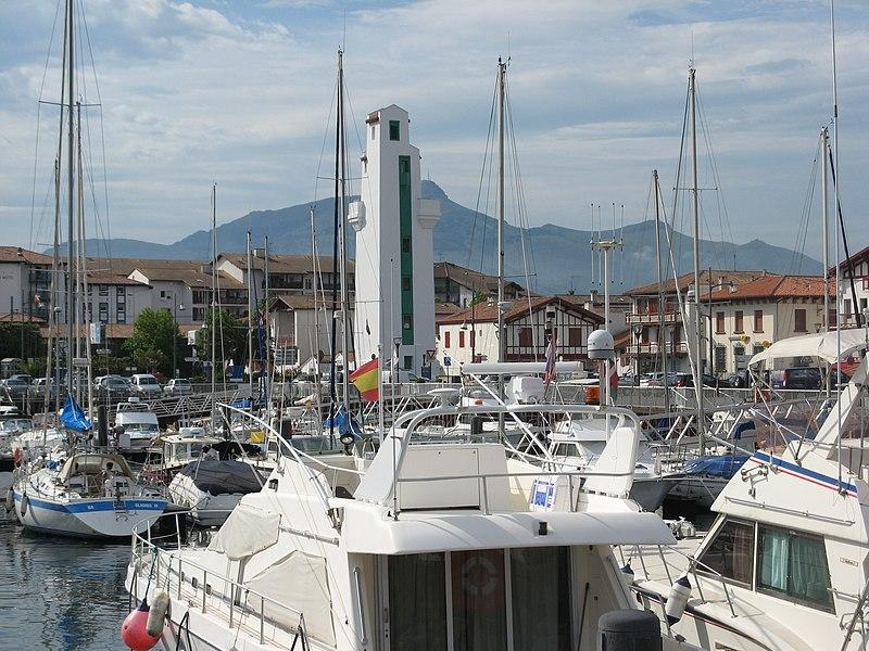 Photo du Monument Historique Feu amont d'alignement du port situé à Ciboure