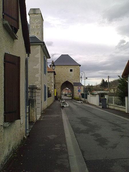 Photo du Monument Historique Ancienne porte de ville, dite Prison situé à Gan