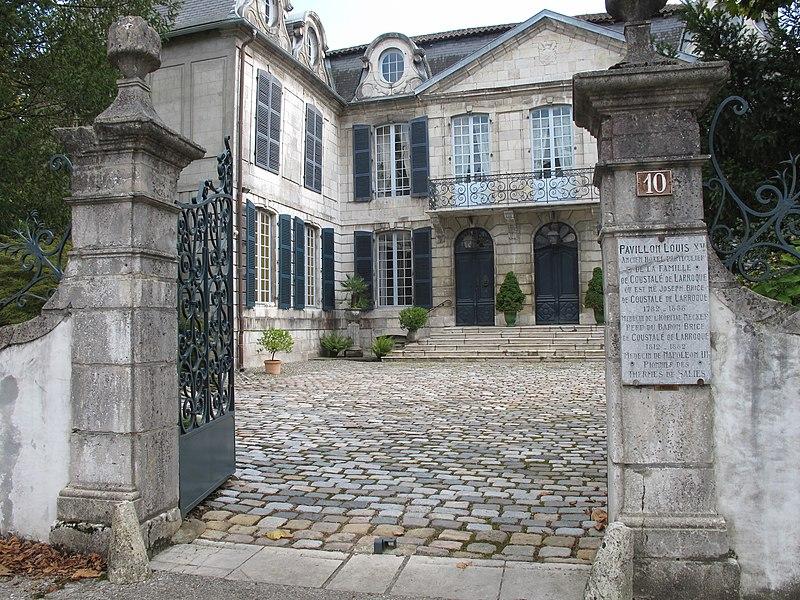 Photo du Monument Historique Maison Coustalé de Larroque, dite Pavillon Louis XV situé à Salies-de-Béarn