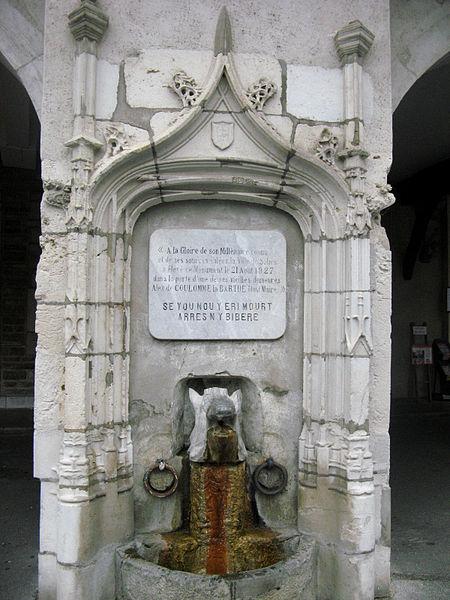 Photo du Monument Historique Fontaine commémorative du millénaire de la cité situé à Salies-de-Béarn