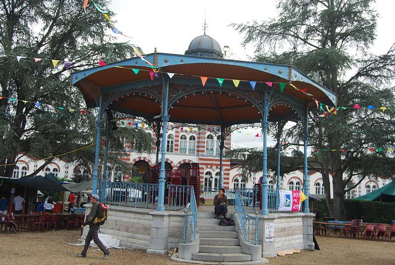 Photo du Monument Historique Kiosque à musique, situé dans le jardin public situé à Salies-de-Béarn
