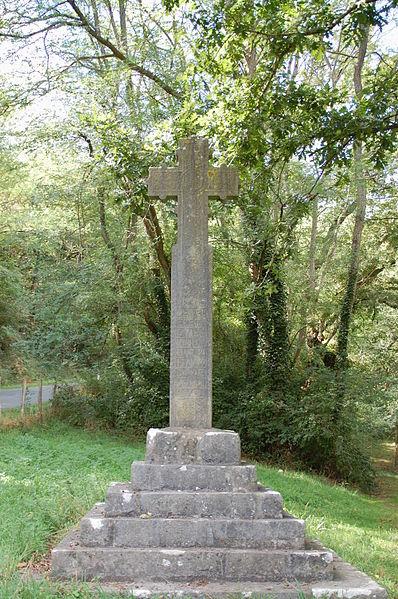 Photo du Monument Historique Croix de chemin située sur le bord de la R.D. n° 14 situé à Saint-Esteben