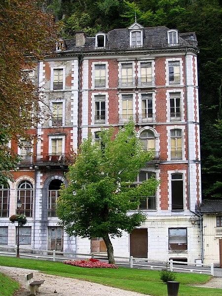 Photo du Monument Historique Ancien hôtel des Princes situé à Eaux-Bonnes