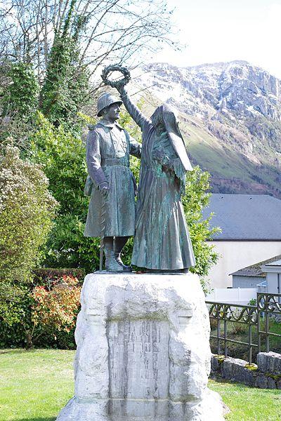 Photo du Monument Historique Monument aux morts de la guerre 1914-1918, situé près de la Mairie situé à Bielle