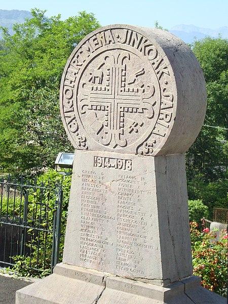 Photo du Monument Historique Monument aux Morts de la guerre 14-18 situé à Tardets-Sorholus
