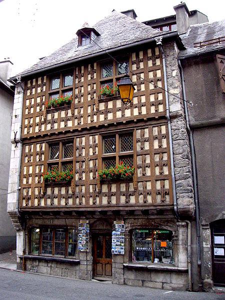 Photo du Monument Historique Maison du 16e siècle situé à Arreau