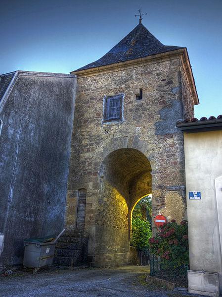 Photo du Monument Historique Ancienne porte de ville situé à Galan