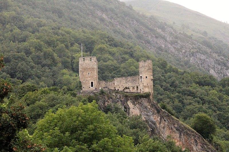 Photo du Monument Historique Restes du château de Sainte-Marie situé à Luz-Saint-Sauveur
