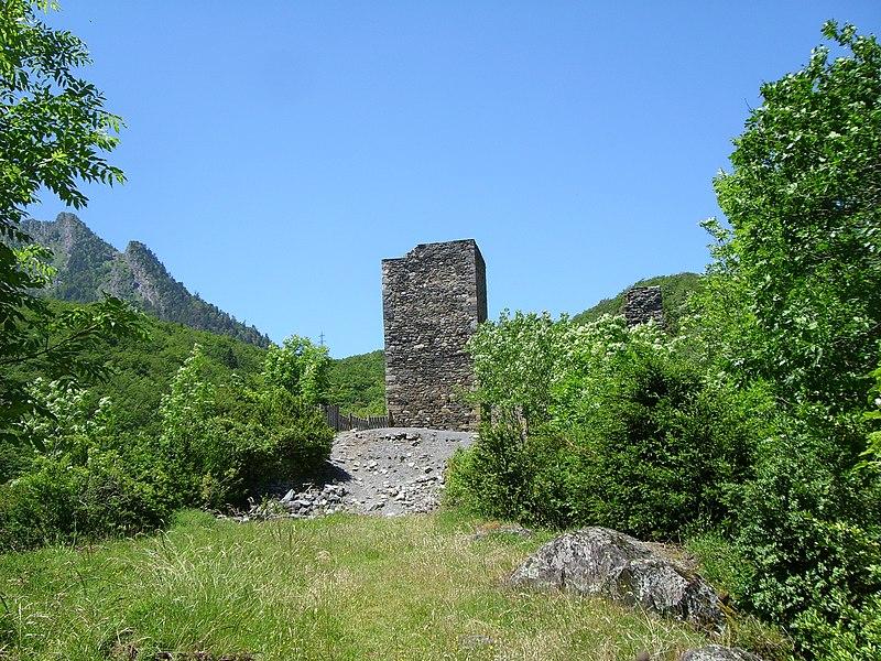 Photo du Monument Historique Ruines du château situé à Tramezaïgues