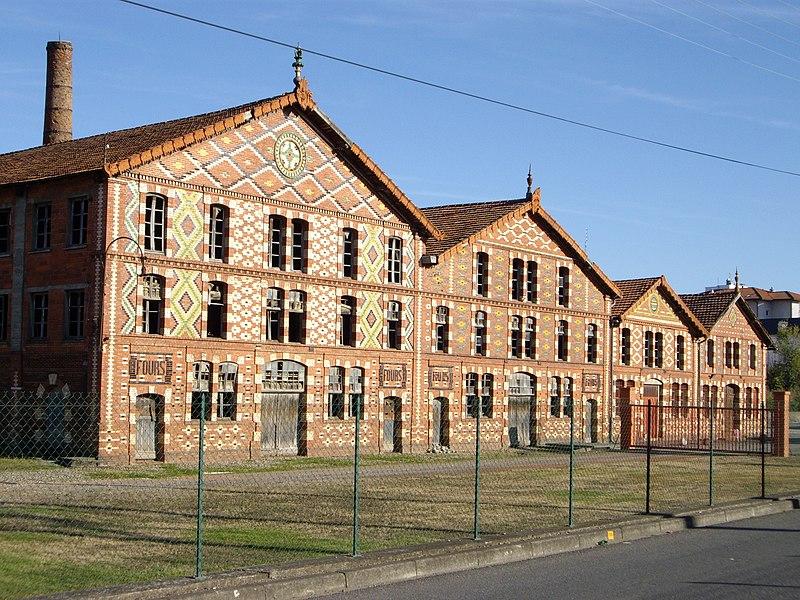 Photo du Monument Historique Usine blanche et usine rouge Oustau situé à Aureilhan