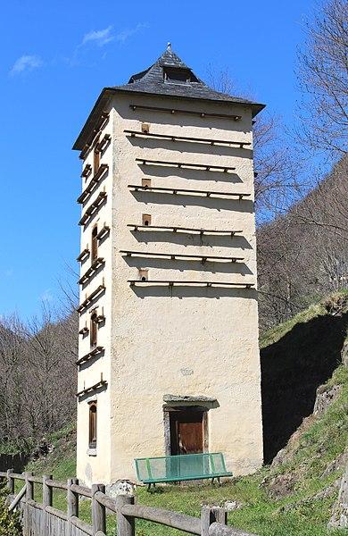 Photo du Monument Historique Pigeonnier situé à Chèze