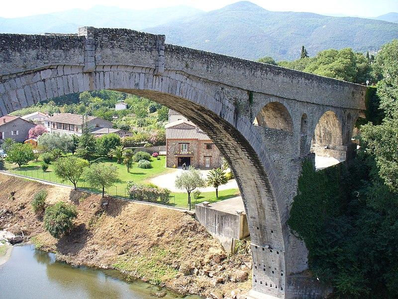 Photo du Monument Historique Pont sur le Tech situé à Céret