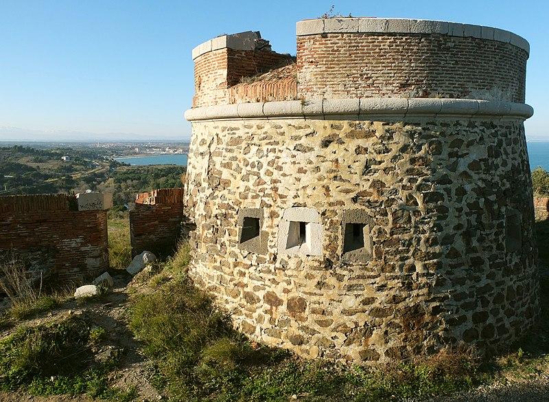 Photo du Monument Historique Fort carré et tour de l'Etoile situé à Collioure