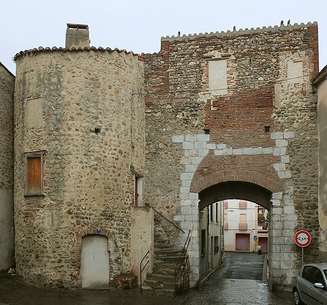 Photo du Monument Historique Porte de Collioure situé à Elne