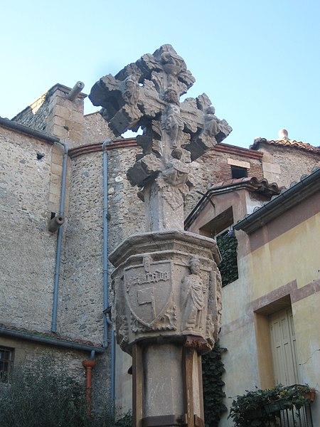 Photo du Monument Historique Croix de cimetière en pierre situé à Ille-sur-Têt