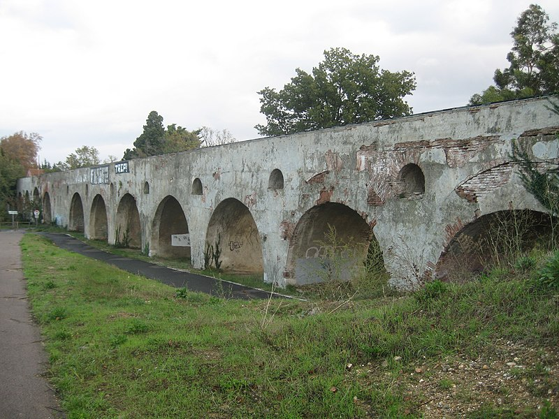Photo du Monument Historique Aqueduc des Arcades situé à Perpignan
