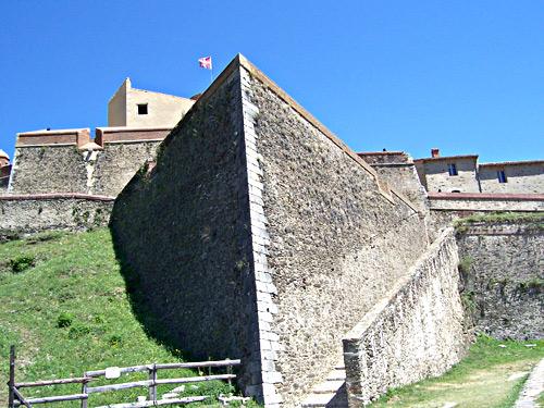 Photo du Monument Historique Fort Lagarde situé à Prats-de-Mollo-la-Preste