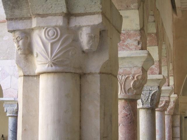 Photo du Monument Historique Restes du cloître situé à Saint-Génis-des-Fontaines