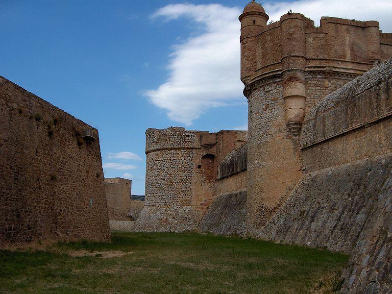 Photo du Monument Historique Château ou forteresse de Salses situé à Salses-le-Château